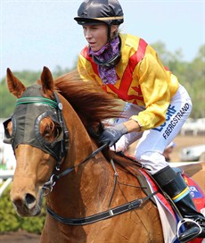 Felicia Bergstrand also managed a winning double on Cup Day in races 4 and 6. She had been unlucky on the previous two days, but she showed that she is a great rider winning aboard these two runners that were not really fancied in the markets.