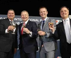 Club CEO Winfried Engelbrecht-Bresges (2nd left) and top executives drink a champagne toast to celebrate another successful LONGINES Hong Kong International Races.